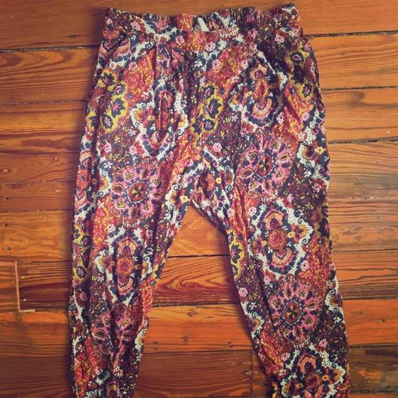 H&M Pants - Floral Capri pants
